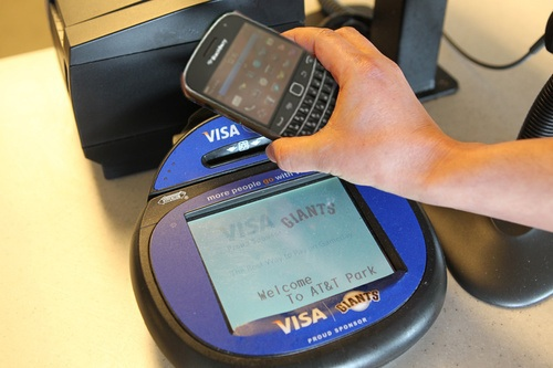Visa, BlackBerry partner to forge mobile phone payment tech
